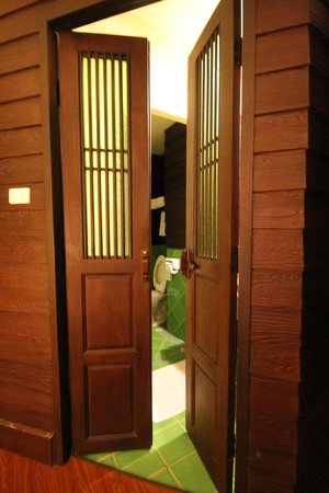 Chiang Mai Gate Hotel:                   bathroom