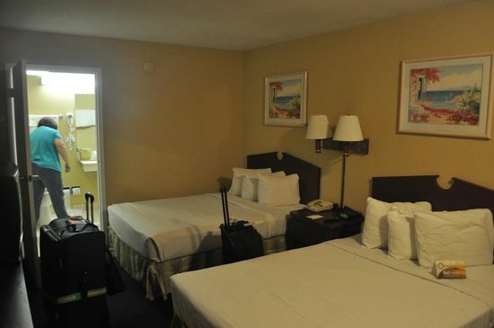 Days Inn Fort Lauderdale Airport Cruise Port: Average Motel Room