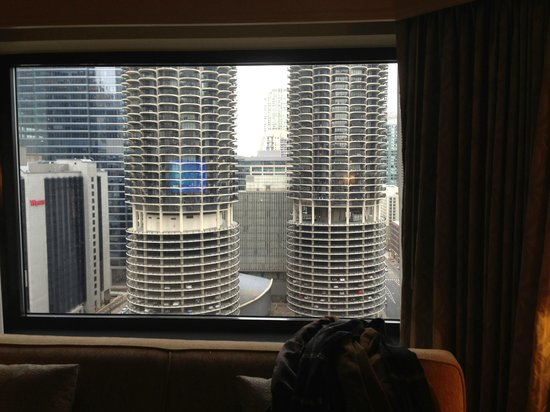 Renaissance Chicago Downtown Hotel:                   great view of the corncob buildings!