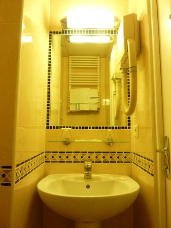 Hotel des Mines: bathroom