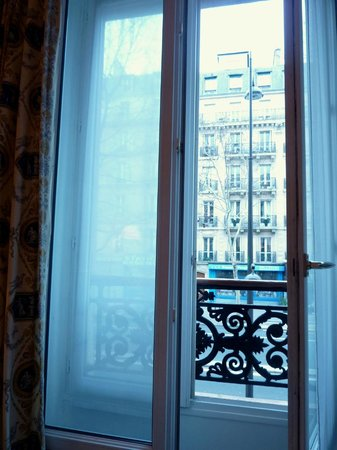 Hotel des Mines: window