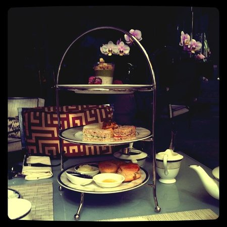 Four Seasons Hotel Singapore:                   Afternoon Tea