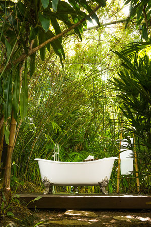 ‪‪Round Hill Hotel & Villas‬: Outdoor Tub at Villa‬
