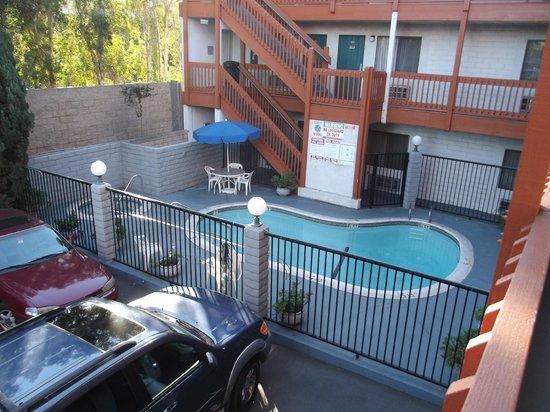 Days Inn Anaheim West:                   le llaman alberca y spa