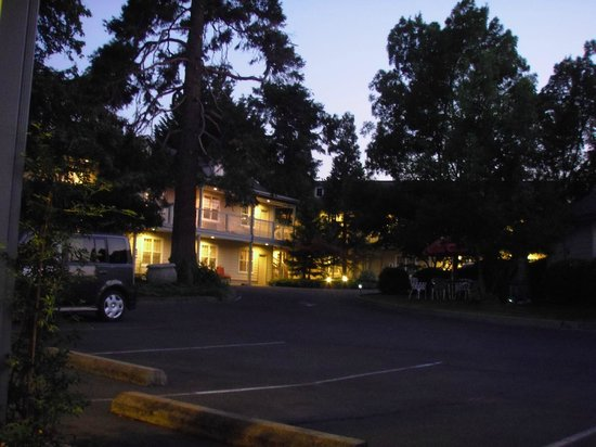 The Wine Country Inn - Country House Inns Jacksonville:                   General hotel area