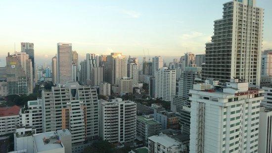 Aloft Bangkok - Sukhumvit 11: Bangkok skyline