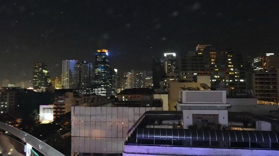 Aloft Bangkok - Sukhumvit 11: View of the city at night from pool area
