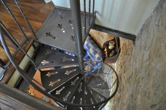 L'Antica Torre Affittacamere:                                     Spiral staircase up to bedroom