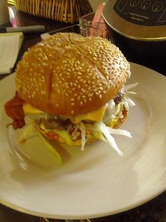 El Bohio Cuban Restaurant:                   una real hamburguesa casera