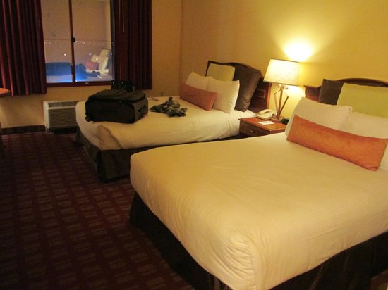 Fiesta Rancho Hotel and Casino: Photo of our double bed room # 517