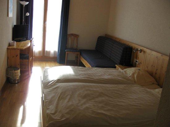 Hotel Les Sources:                   bottom floor room