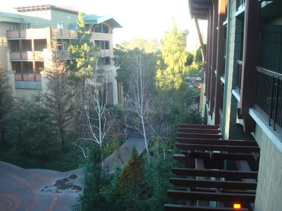Disney's Grand Californian Hotel & Spa:                   Courtyard view