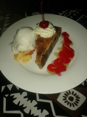 Fiji Hideaway Resort & Spa:                                     Apple pie and ice cream