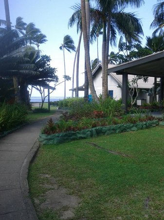 Fiji Hideaway Resort & Spa:                                     walking back from brekky