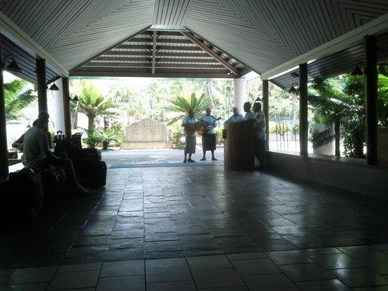 Fiji Hideaway Resort & Spa:                                     Entrance foyer - serenaders