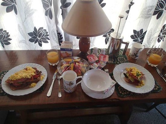 Sandi's Bed & Breakfast : Breakfast - on the left is the Sandi special and yes, there actually is toast under all the topp
