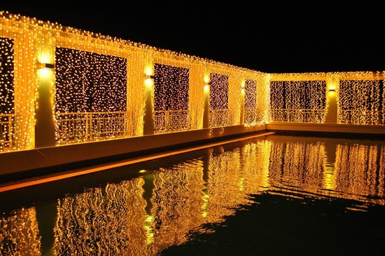 Kantary Hotel, Kabinburi : Swimming pool at night