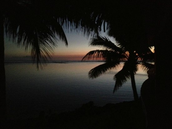 Sanctuary Rarotonga-on the beach: sunset