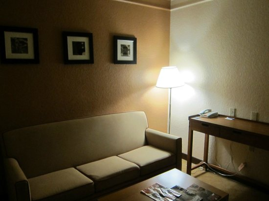 SpringHill Suites San Antonio Downtown/Riverwalk Area: living room