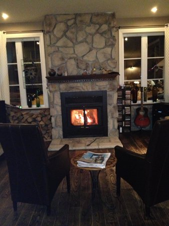 Auberge Le Voyageur:                                     The Fireplace in the living/dining area