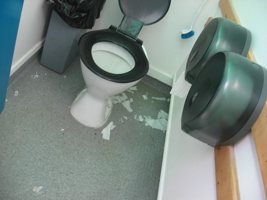 Hahei Holiday Resort:                                     no cleaning done in womens toilets over 24 hrs