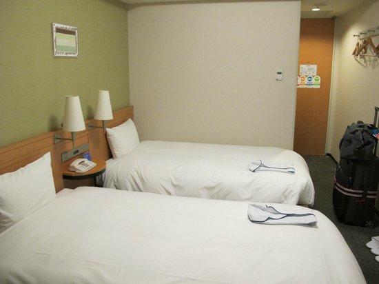 Daiwa Roynet Hotel Nagoya Shinkansenguchi : Room 601 comfortable beds.