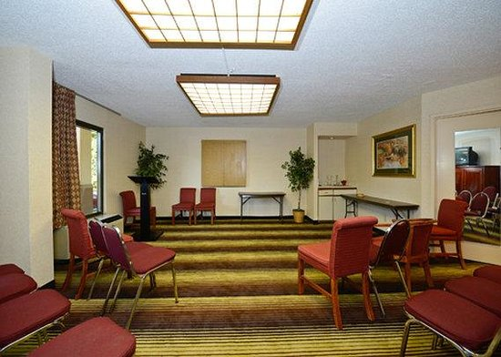 Quality Inn University: Meeting Room