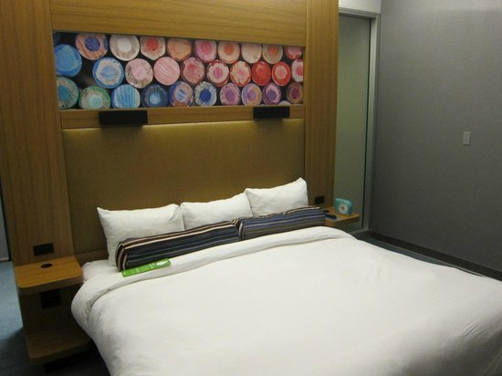 aloft Austin at the Domain: bed