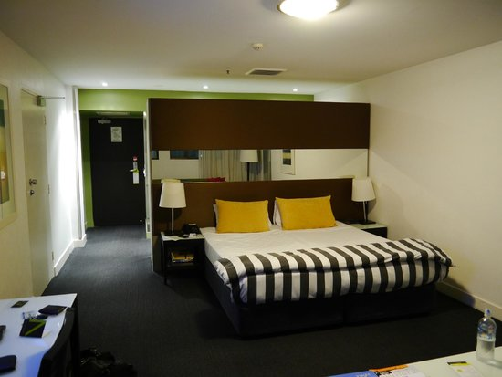Vibe Hotel Sydney: King Bed