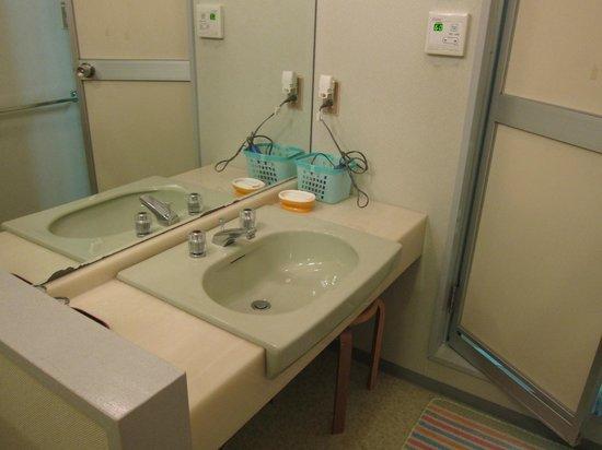 Ryokan Yamazaki:                                     We had 2 sinks