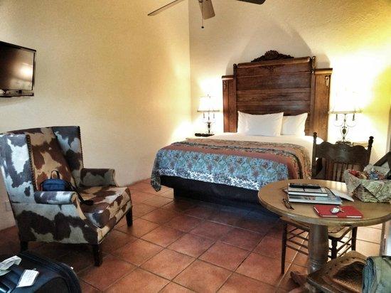 """Hotel California:                                     Room 7 """"Romantica""""                                  """