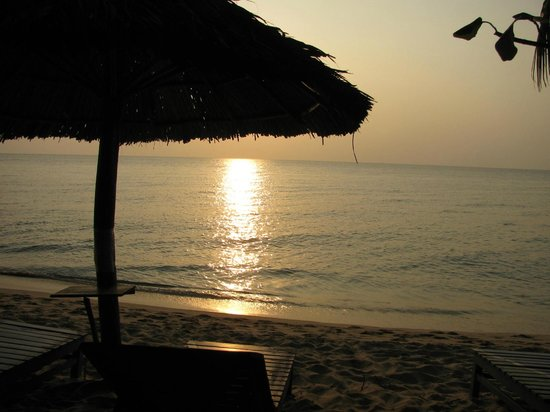 Sasco Blue Lagoon Resort:                   Sunset on the beach