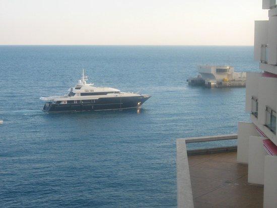 Fairmont Monte Carlo: A l'entrée dePort-Hercule .