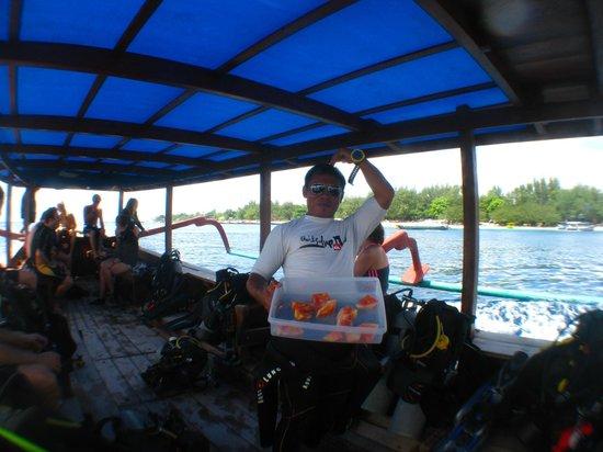 Trawangan Dive Resort:                   Roomy dive boat