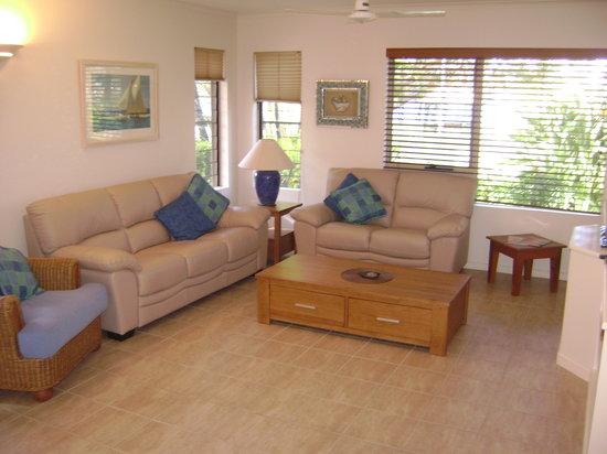 Como Noosa: Spacious Living Area