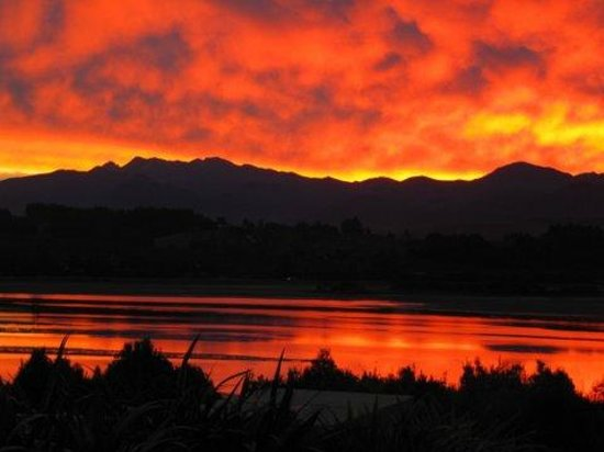 Almyra Waterfront Lodge: One of our fabulous sunsets