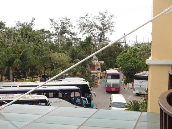 Phuket Graceland Resort & Spa :                   parking