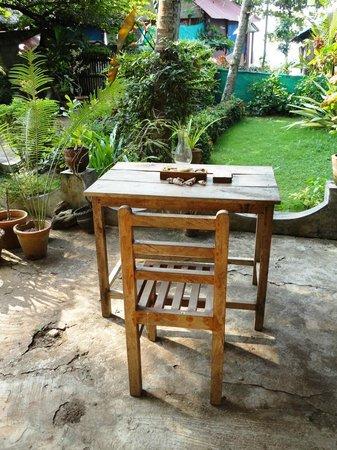Arabian Soul:                   Столики в саду