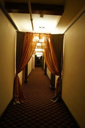 Moore Hotel:                   6th floor hallway