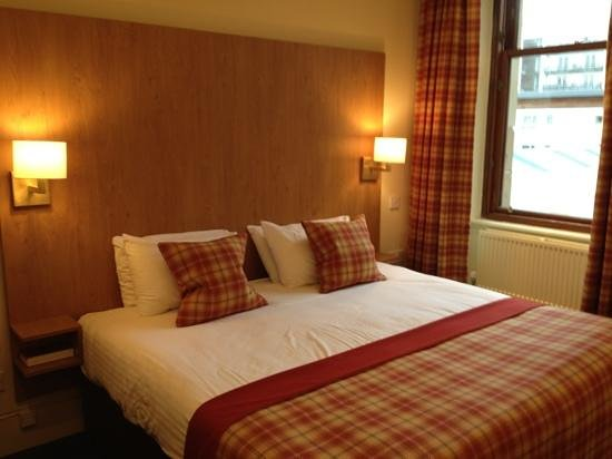 The Pipers' Tryst Hotel:                                     room 5. large bed with city views.