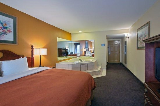 Country Inn & Suites By Carlson, Richmond I-95 South: CountryInn&Suites Richmond  WhirlpoolSuite