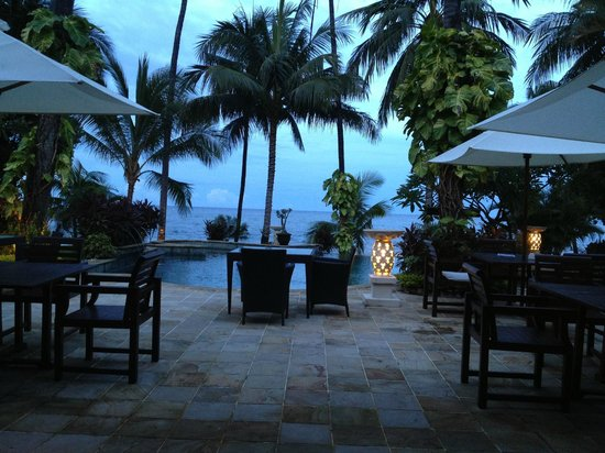 Alam Anda Ocean Front Resort & Spa: View from Restaurant to Pool