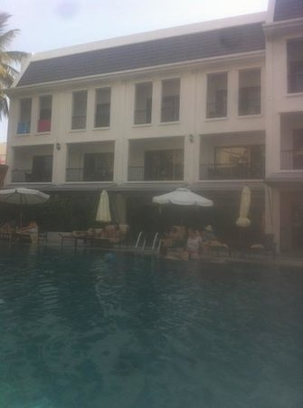 Sawaddi Patong Resort & Spa :                                     some of the poolside rooms