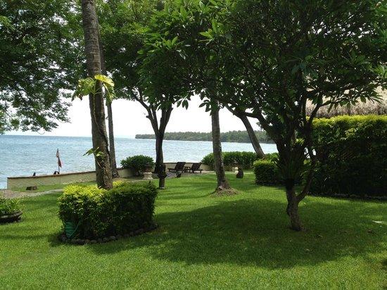 Alam Anda Ocean Front Resort & Spa: Garden