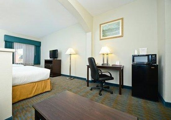 Comfort Suites: Suite with desk