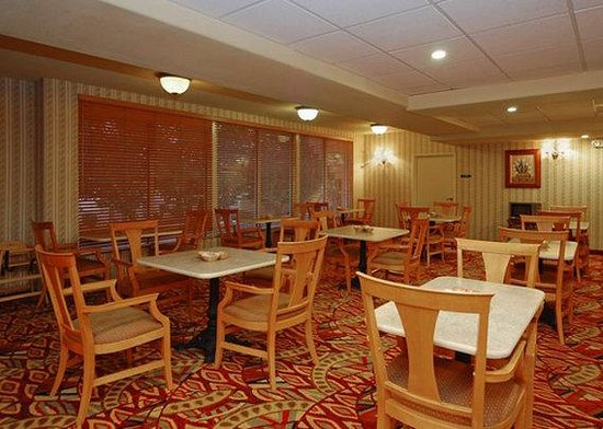 Comfort Suites Airport: Breakfast room
