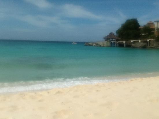 Shangri-La's Boracay Resort & Spa:                                                                         crystal clear sea