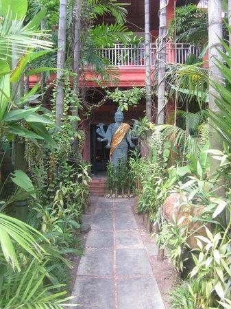 Golden Temple Villa:                   Entrance walkway