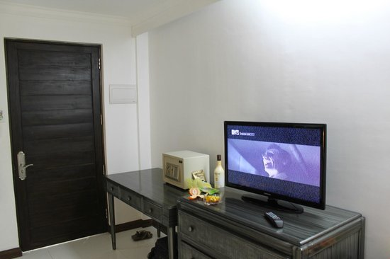 Erus Suites Hotel:                   ТВ и сейф