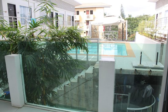 Erus Suites Hotel:                   Вид на бассейн
